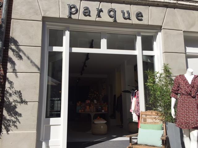Gevelletters modezaak Parque