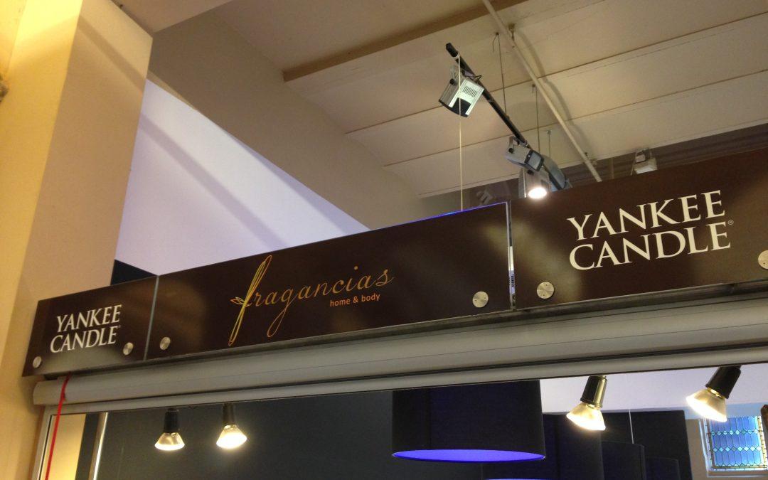 Shop belettering Magna Plaza Amsterdam