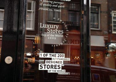 Raambelettering Mendo Bookstore in winkelgebied De Negen Straatjes